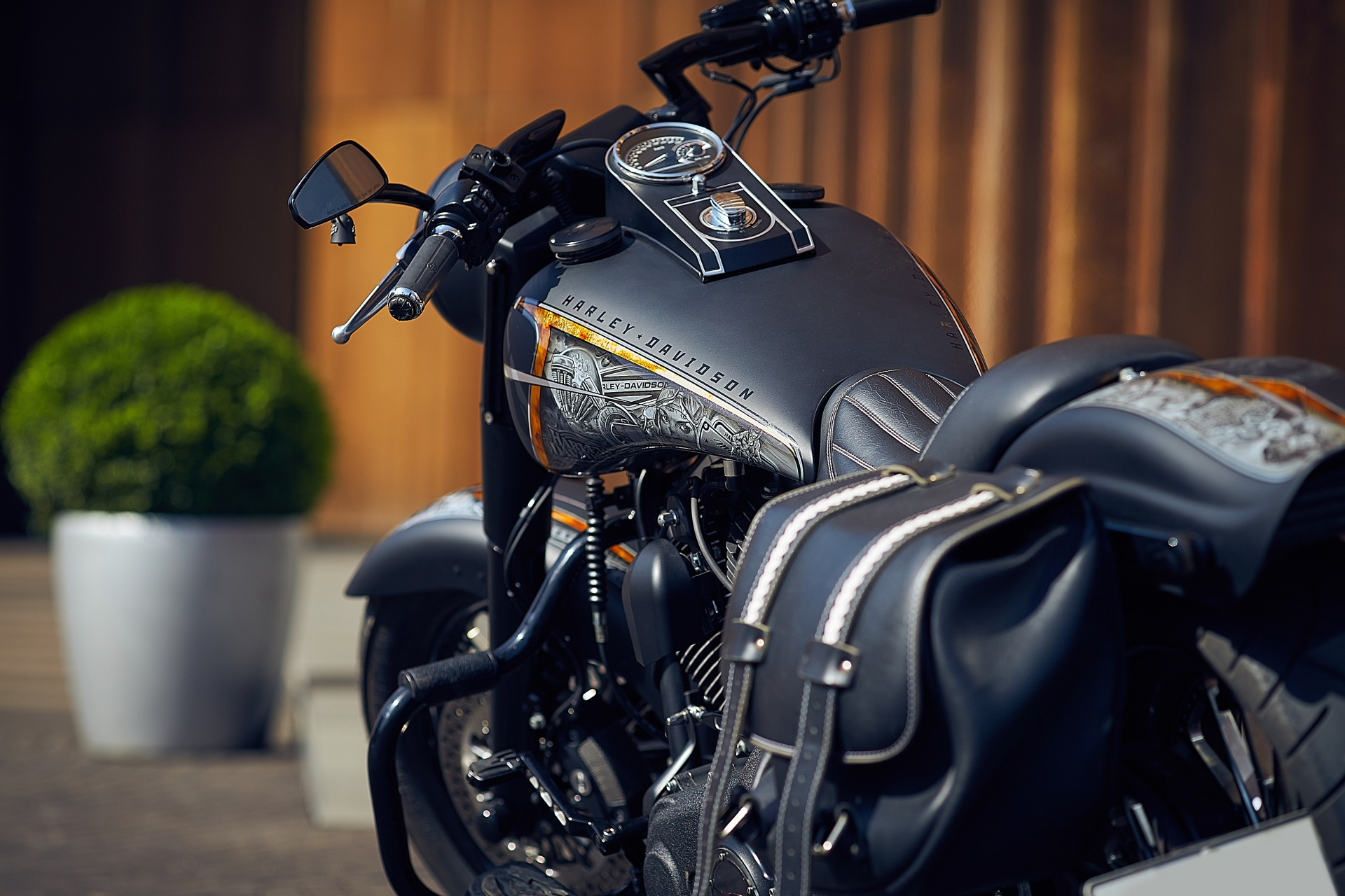 case 21 harley davidson Harley davidson's 100-year history is a case study in the marketing of the american maverick.